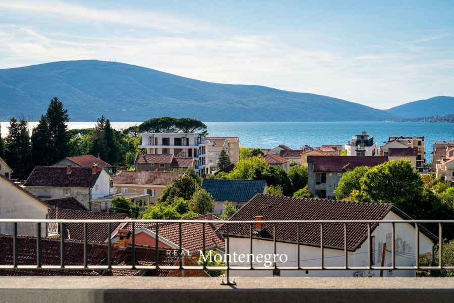 Penthouse for sale in Tivat Bay